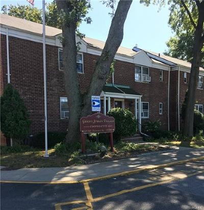 Westchester County Co-Operative For Sale: 520 Tuckahoe Road #3A