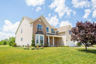 Grove City Single Family Home Contingent Finance And Inspect: 2811 Crosshurst Court
