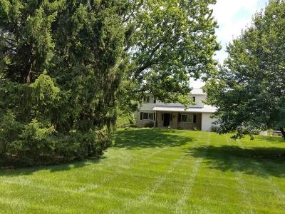 Pickerington Single Family Home Contingent Finance And Inspect: 12690 Eastchester Road