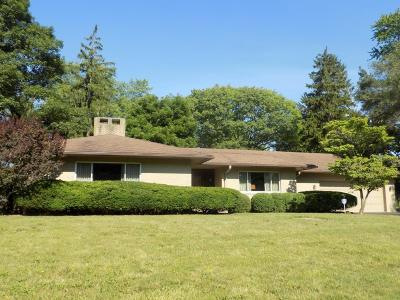 Upper Arlington Single Family Home Contingent Finance And Inspect: 4081 Bayberry Court