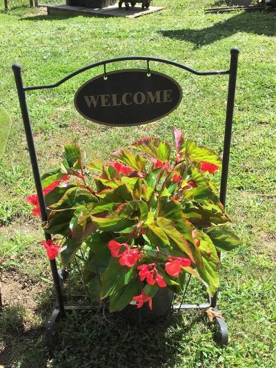 Columbus Single Family Home For Sale: 451 Darbyhurst Road