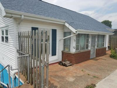 Single Family Home Contingent Finance And Inspect: 3371 Shepard Avenue NE