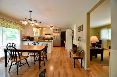 Worthington Single Family Home Contingent Finance And Inspect: 526 E Clearview Avenue