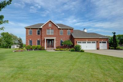 Grove City Single Family Home Contingent Finance And Inspect: 3085 Smartweed Lane