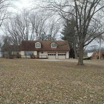 Circleville OH Single Family Home Contingent Finance And Inspect: $185,900