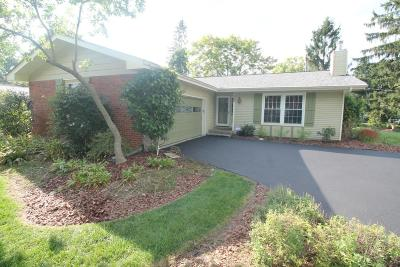 Worthington Single Family Home Contingent Finance And Inspect: 404 Pittsfield Drive