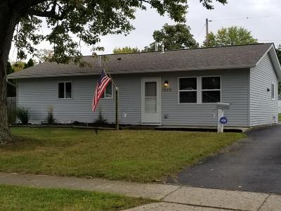 Reynoldsburg Single Family Home Contingent Finance And Inspect: 1020 Sunview Road