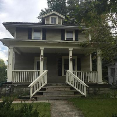 Single Family Home For Sale: 296 N Washington Street