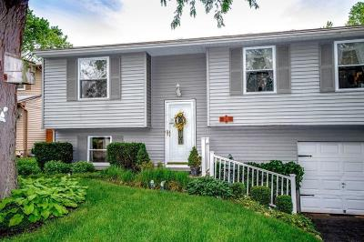 Grove City Single Family Home Contingent Finance And Inspect: 2536 Jade Court