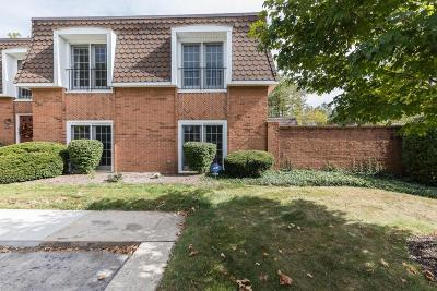 Upper Arlington Condo For Sale: 2740 Chateau Circle