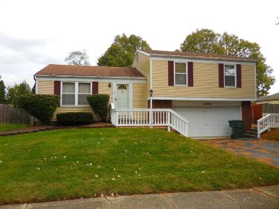 Reynoldsburg Single Family Home Contingent Finance And Inspect: 2922 Yankee Doodle Drive