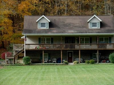 Lancaster Single Family Home For Sale: 3989 Chicken Coop Hill Road SE
