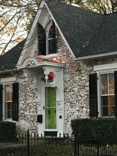 Circleville OH Single Family Home Contingent Finance And Inspect: $189,900