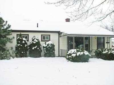 Grove City Single Family Home Contingent Finance And Inspect: 4370 Maplegrove Drive