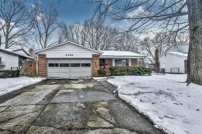 Grove City Single Family Home Contingent Finance And Inspect: 2749 Martha Court