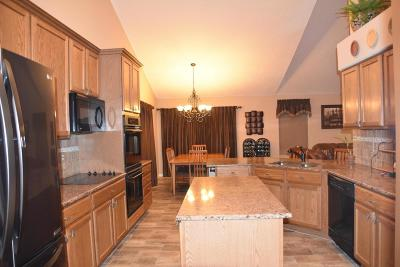 Grove City Single Family Home Contingent Finance And Inspect: 3022 Wynstone Court