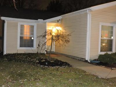 Reynoldsburg Single Family Home Contingent Finance And Inspect: 3131 Dewbourne Drive