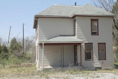 Columbus Single Family Home For Sale: 101 N Nelson Road