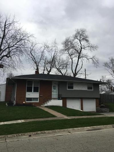 Grove City Single Family Home Contingent Finance And Inspect: 3953 Monterey Drive