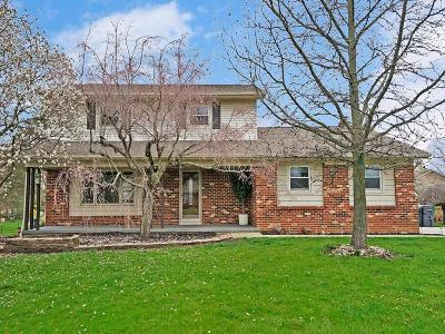 Pickerington Single Family Home Contingent Finance And Inspect: 12207 Woodsfield Circle W