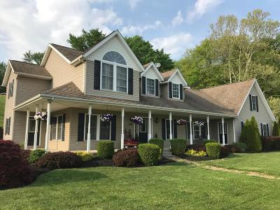 Newark Single Family Home For Sale: 3415 Fallsburg Road NE