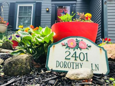 Grove City Single Family Home For Sale: 2401 Dorothy Lane
