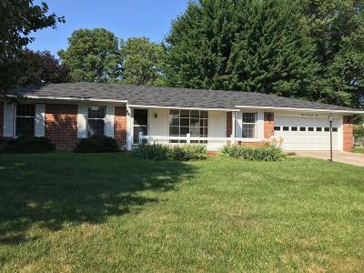 Pickerington Single Family Home Contingent Finance And Inspect: 10000 Circle Dr West Drive