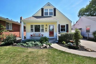 Clintonville Single Family Home Contingent Finance And Inspect: 425 E Jeffrey Place