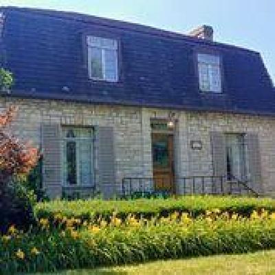 Upper Arlington Single Family Home For Sale: 2225 Cambridge Boulevard