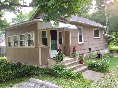 Groveport Single Family Home Contingent Finance And Inspect: 284 Madison Street