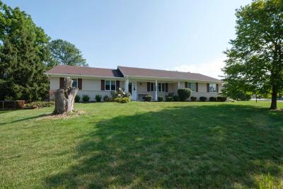 Pickerington Single Family Home Contingent Finance And Inspect: 390 Quail Hollow Court