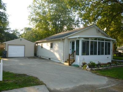 Buckeye Lake Single Family Home Contingent Finance And Inspect: 67 Cliff Street