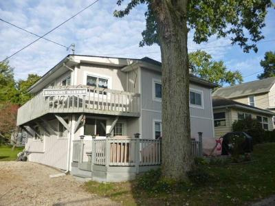 Buckeye Lake Single Family Home Contingent Finance And Inspect: 89 Anchors Way