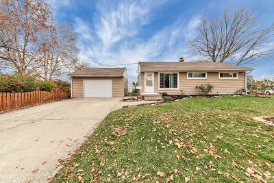 Grove City Single Family Home Contingent Finance And Inspect: 4100 Brookgrove Drive