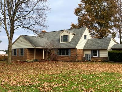 Groveport Single Family Home Contingent Finance And Inspect: 7204 Richardson Road