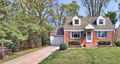Worthington Single Family Home Contingent Finance And Inspect: 136 W Stanton Avenue
