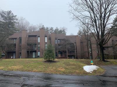 Newark Condo For Sale: 692 Tall Oaks Drive #CR-26