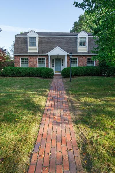 Franklin County, Delaware County, Fairfield County, Hocking County, Licking County, Madison County, Morrow County, Perry County, Pickaway County, Union County Single Family Home For Sale: 356 Highgate Avenue