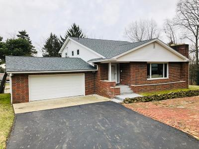 Licking County Single Family Home For Sale: 834 Shoreham Drive