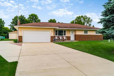 Grove City Single Family Home For Sale: 4000 Williamsburg Court