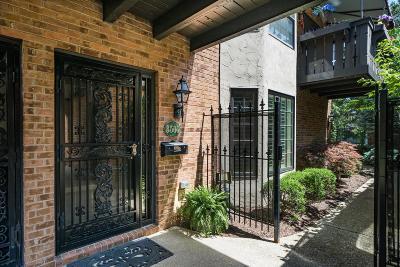 Upper Arlington Condo For Sale: 3500 La Rochelle Drive #K28-L