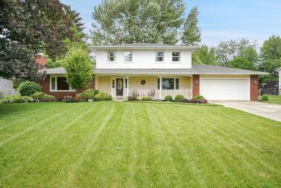 Grove City Single Family Home For Sale: 6272 Oakhurst Drive