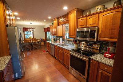 Grove City Single Family Home For Sale: 2111 Presley Drive