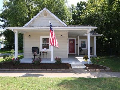 Single Family Home For Sale: 215 Chestnut Street