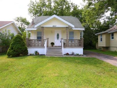 Blue Ash Single Family Home For Sale: 8913 Cherry Street