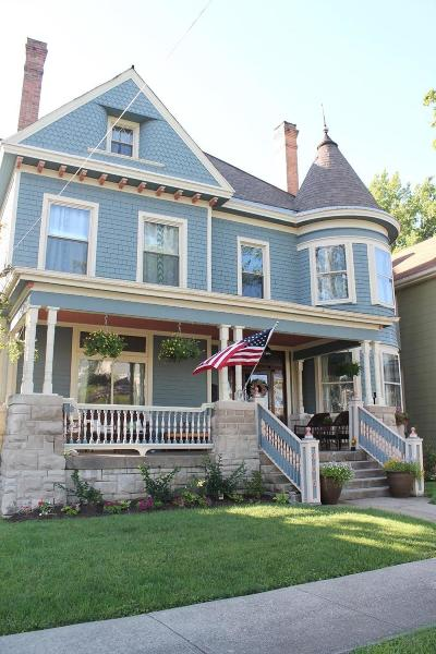 Adams County, Brown County, Clinton County, Highland County Single Family Home For Sale: 305 East Main Street