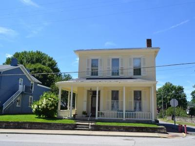 Brown County Single Family Home For Sale: 135 N Second Street