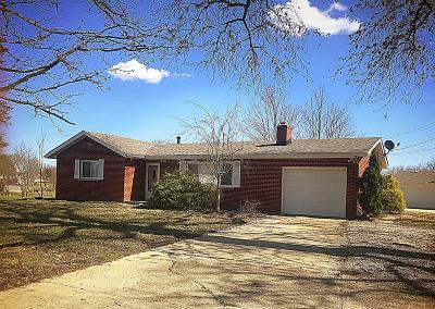 Lawrenceburg Single Family Home For Sale: 17462 Hillcrest Drive