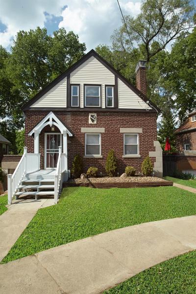 Cincinnati Single Family Home For Sale: 1110 Ryland