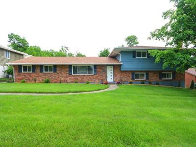 Hamilton Single Family Home For Sale: 76 Piccadilly Drive
